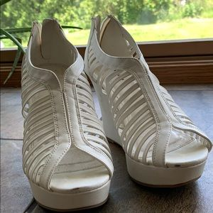 White Top Moda Wedge Sandals